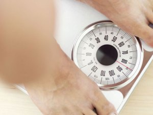 man-lose-weight-scales-02052011