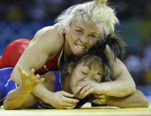 Women wrestlers