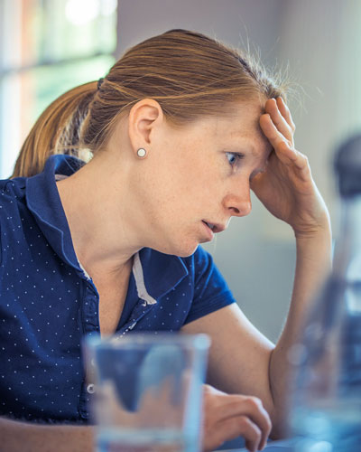 woman-stressed-on-computer